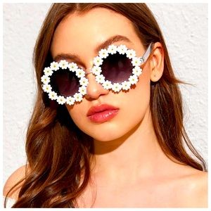 🍋2/$30 New Vintage-Inspired Daisychain Sunglasses